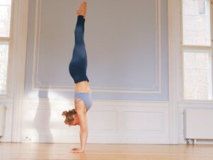 Camilla doing a straight line handstand and dealing with the fear of handstand