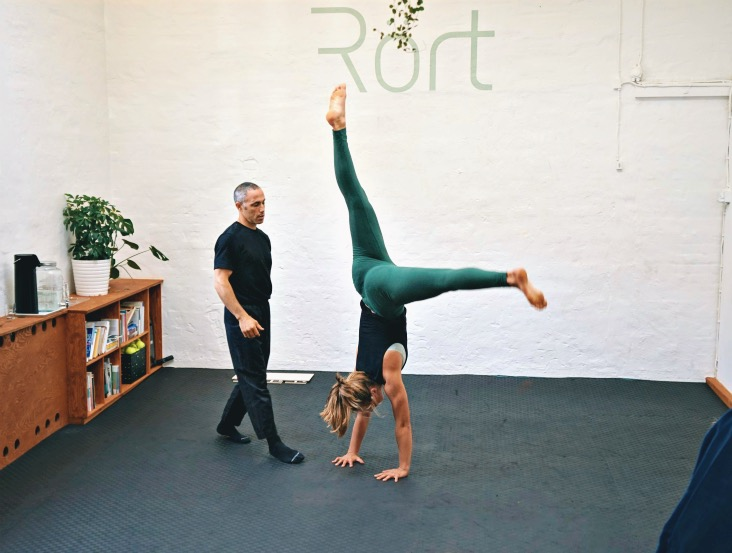 The art of handbalancing and handstand coach Yuval showing how to bail out of the handstand