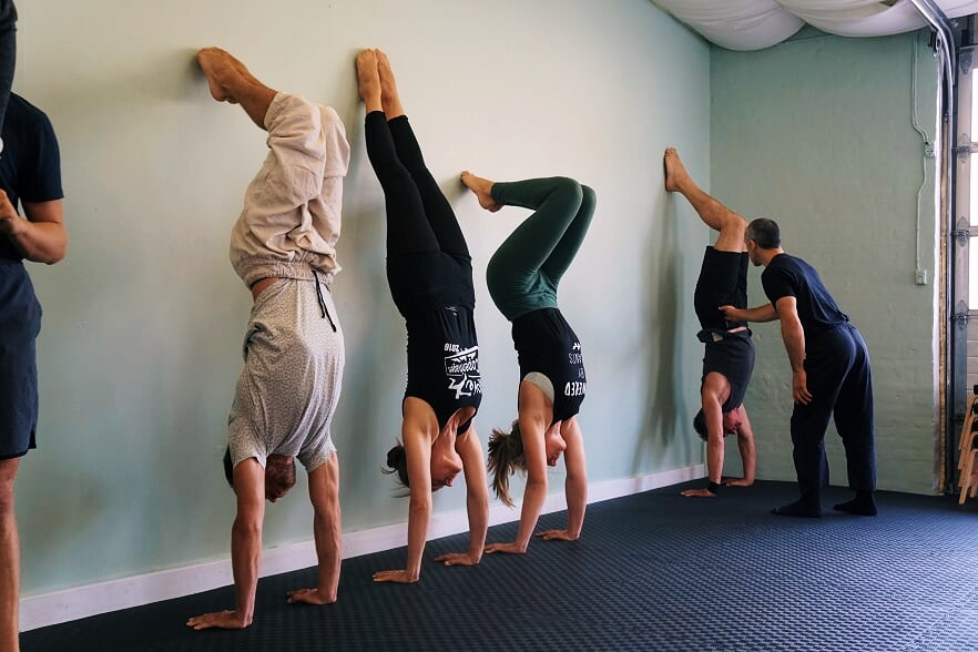 handstand aka handbalancing drills by the wall to learn how to handstand