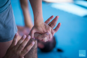 Hand connection at partner acrobatics and standing acrobatics training in Spain to become acroyoga teachers