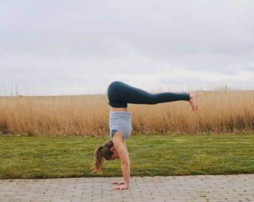 Camilla showing a pike jump entry into handstand step-by-step